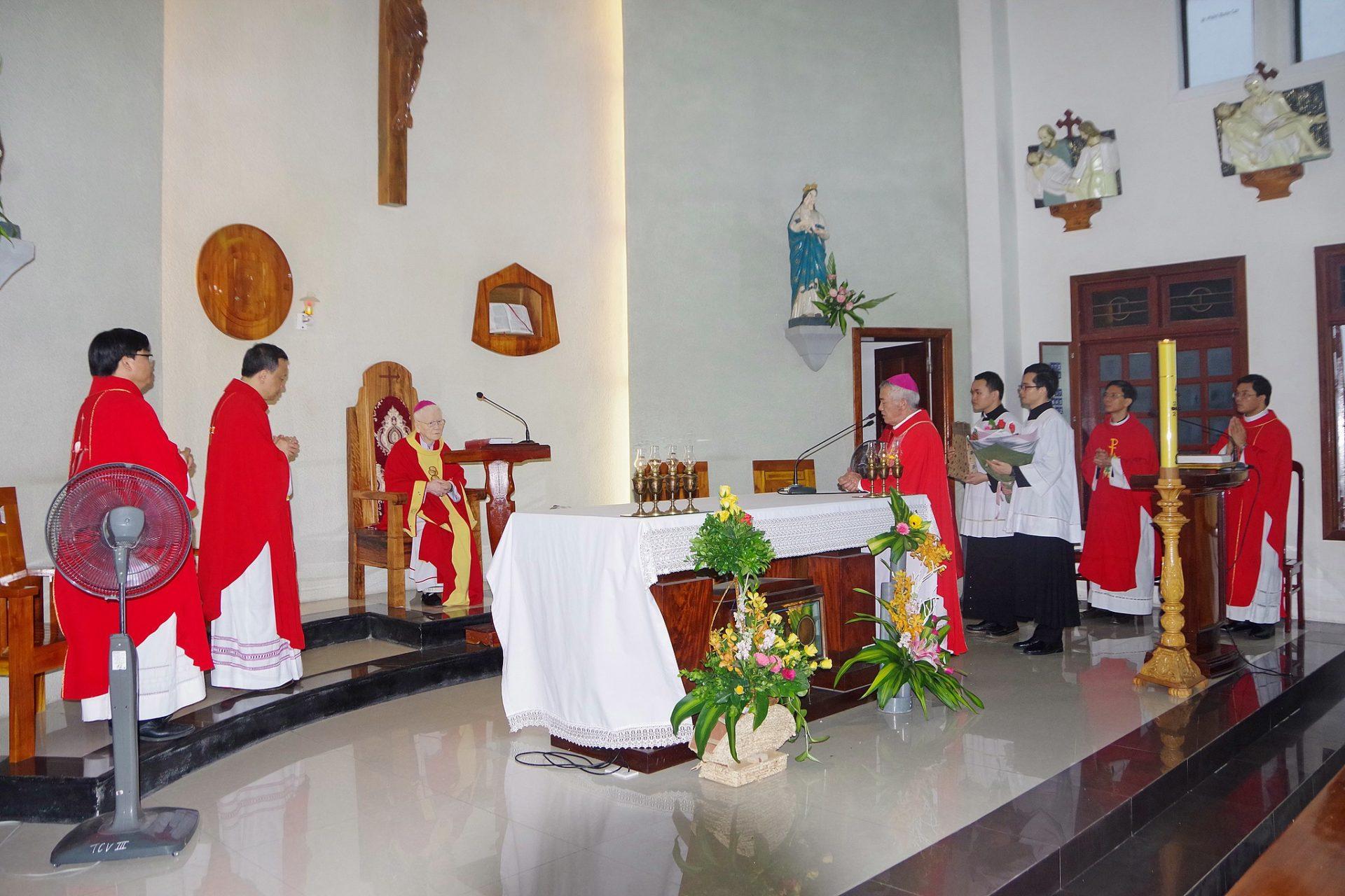 Đức cha Phaolô Maria Cao Đình Thuyên dâng thánh lễ tạ ơn 60 năm linh mục
